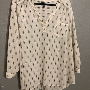 Maurices Size 4 White Patterned Perfect Blouse